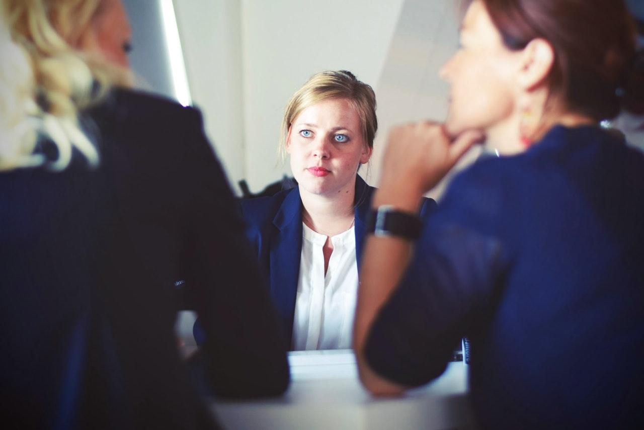 Kako odgovoriti na negativne recenzije u vezi s nekretninom za odmor koju iznajmljujete